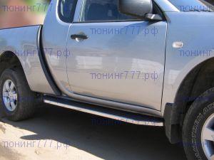 Боковые подножки Berkut, алюминий, окантовка нерж. сталь, а/м с 2010-